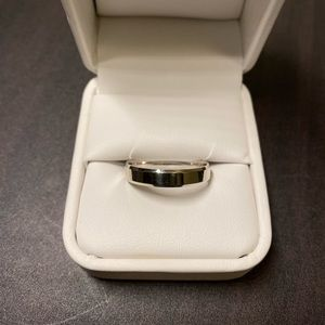 Other - 10KT White Gold 4mm Band